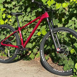 Нове доповнення (або ЕПІЧНЕ ПОВЕРНЕННЯ) до нашої лінійки гірських велосипедів - трейловий хардтейл CYCLONE SLX PRO Trail 💥💥💥   Для всіх подробиць, завітайте на наш сайт (посилання в описі профілю) ☝🏻🤘🏻
