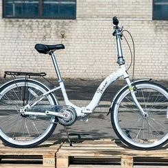 Час обрати свою королеву. ♕♛   Вже не так дивуємося,  коли серед потоку машин зустрічаємо людей на велосипедах. Все більше і більше свідомих громадян, які приєднуються до велоруху в великих містах, задля збереження  природи та підтримки власного здоров'я. Тим паче, в сучасних реаліях життя, велосипед - прекрасний засіб для дотримання дистанції.  Для не спішних прогулянок по місту ми розробили ідеальний варіант для жінок. Це складний велосипед Winner Ibiza 2021 року. Його вага близько 14 кг, він комфортний, надійний та легкий в керуванні. Також велосипед зручний в  транспортуванні, на ньому можна з легкістю подорожувати електричкою чи перевозити в багажнику авто.  Рама виготовлена зі сплаву алюмінію 6061, має інтегровану рульову, комфортну геометрію. Нижня труба рами має максимальний прогин, що дозволяє їздити на велосипеді у повсякденному одязі, а не тільки у спортивному. Сідло дуже м'яке та в міру широке, його можна відрегулювати по висоті за допомогою ексцентриків. Заднє перемикання швидкостей відбувається завдяки планетарній втулці Shimano Nexus.  Ibiza має гарний зовнішній вигляд, представлена у двох кольорах: чорний та білий. Укомплектована всіма потрібними аксесуарами, такими як: багажник, крила та підніжка.  Якщо шукаєте транспорт, який не потребує частого обслуговування, то Winner Ibiza саме для вас. Залишається обрати лише колір🤍🖤  Чекаємо на ваші враження в коментарях! ⤵️  #probicyclegroup #велосипед #Cyclone #BMX #Winner #Kinetic#велосипедгородской #велосипедміський#велосипедукраина#горныйвелосипедукраина #гірськийвелосипед #велосипедоптомукраина#